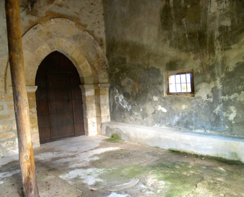 Portada románica de la ermita de Nuestra Señora del Campo de Antoñana / Antoñanako Landako Andre Mariaren Ermitako portada erromanikoa
