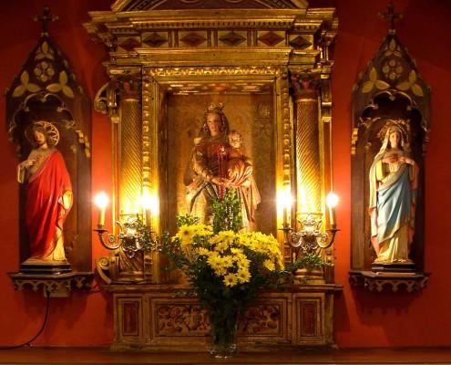 Altar de la Virgen del Rosario de la iglesia de la Asunción de Nuestra Señora de Bujanda / Santikurutze Kanpezuko Andre Mariaren Jasokundea Elizaren Andre Maria Arrosarioaren aldarea