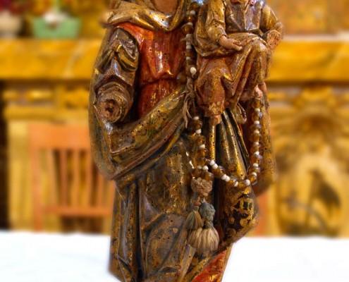 Imagen de la Virgen del Rosario de la iglesia de la Asunción de Nuestra Señora de Bujanda / Bujandako Andre Mariaren Jasokundea Elizaren Andre Maria Arrosarioaren irudia
