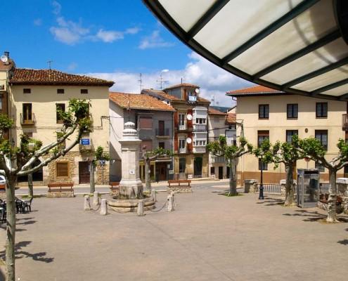 Plaza de Santa Cruz de Campezo / Santikurutze Kanpezuko plaza