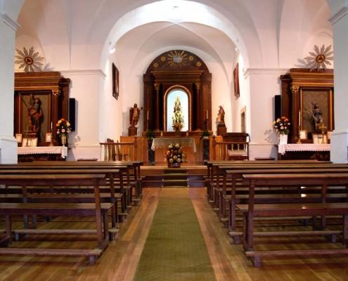 Interior de la ermita de Nuestra Señora de Ibernalo de Santa Cruz de Campezo / Santikurutze Kanpezuko Ibernalo Andre Mariaren Ermitako barrualdea