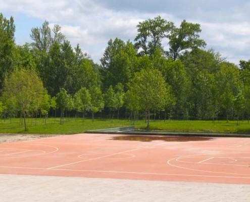 Cancha de baloncesto en Fresnedo / Saskibaloi-kantxa Fresnedon (Santa Cruz de Campezo / Santikurutze Kanpezu)