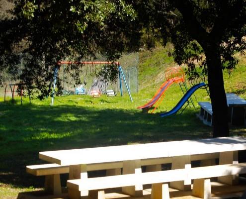 Juegos infantiles en el área de Ibernalo / Haur-jolasak Ibernaloko eremuan (Santa Cruz de Campezo / Santikurutze Kanpezu)