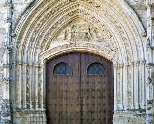 Portada gótica de la iglesia de la Asunción de Nuestra Señora de Santa Cruz de Campezo / Santikurutze Kanpezuko Andre Mariaren Jasokundea Elizaren portada gotikoa