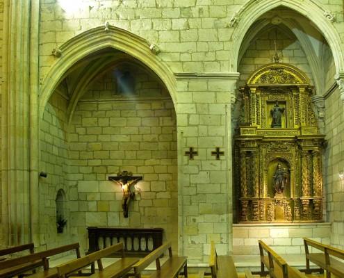 Retablos laterales de la iglesia de la Asunción de Nuestra Señora de Santa Cruz de Campezo / Santikurutze Kanpezuko Andre Mariaren Jasokundea Elizaren alboko erretaulak