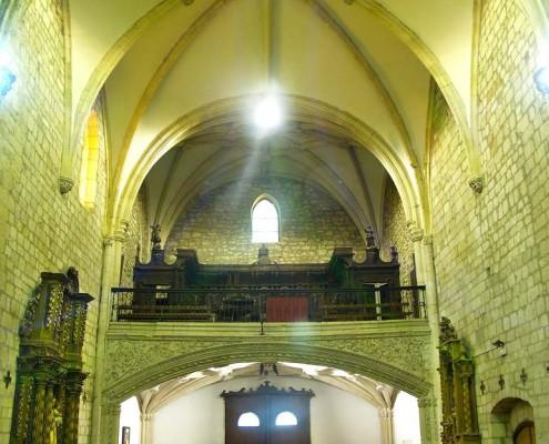 Interior y bóveda de la iglesia de la Asunción de Nuestra Señora de Santa Cruz de Campezo / Santikurutze Kanpezuko Andre Mariaren Jasokundea Elizaren barrualdea eta ganga