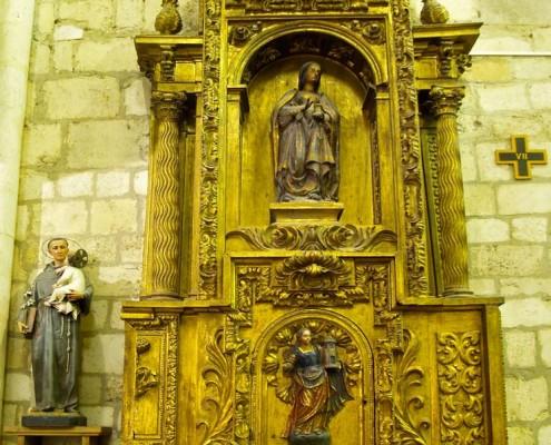 Retablo lateral de la iglesia de la Asunción de Nuestra Señora de Santa Cruz de Campezo / Santikurutze Kanpezuko Andre Mariaren Jasokundea Elizaren alboko erretaula