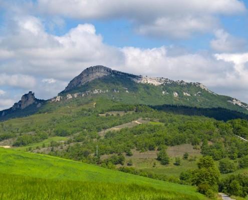 Vista del monte Soila desde el camino hacia Bujanda / Soila mendiaren bista Bujandara doan bidetik