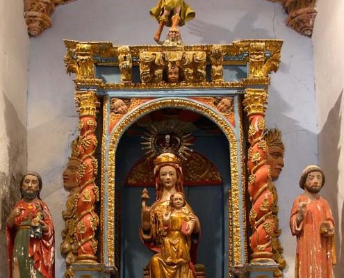Altar de la ermita de Nuestra Señora de San Juan de Oteo / Oteoko San Joan Andre Mariaren Ermitaren aldarea