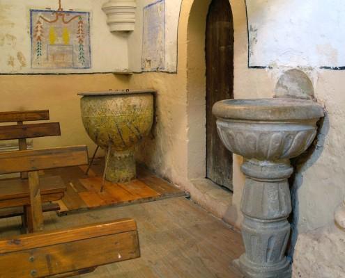 Pila Bautismal de la iglesia de San Mamés de Oteo / Oteoko San Mamés Elizako bataiarria