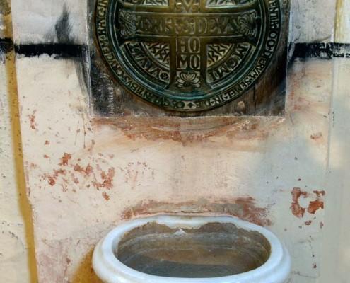 Pila del agua bendita de la Iglesia de San Mamés de Oteo / Oteoko San Mamés Elizako ur bedeinkatuaren harria