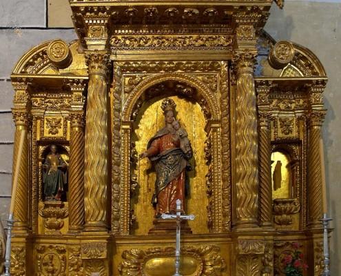 Altar lateral de la Virgen del Rosario de la iglesia de San Mamés de Oteo / Oteoko San Mamés Elizako Andre Maria Arrosarioaren alboko aldarea