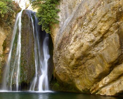 Salto de agua en el molino de Oteo / Ur-jauzia Oteoko errotan